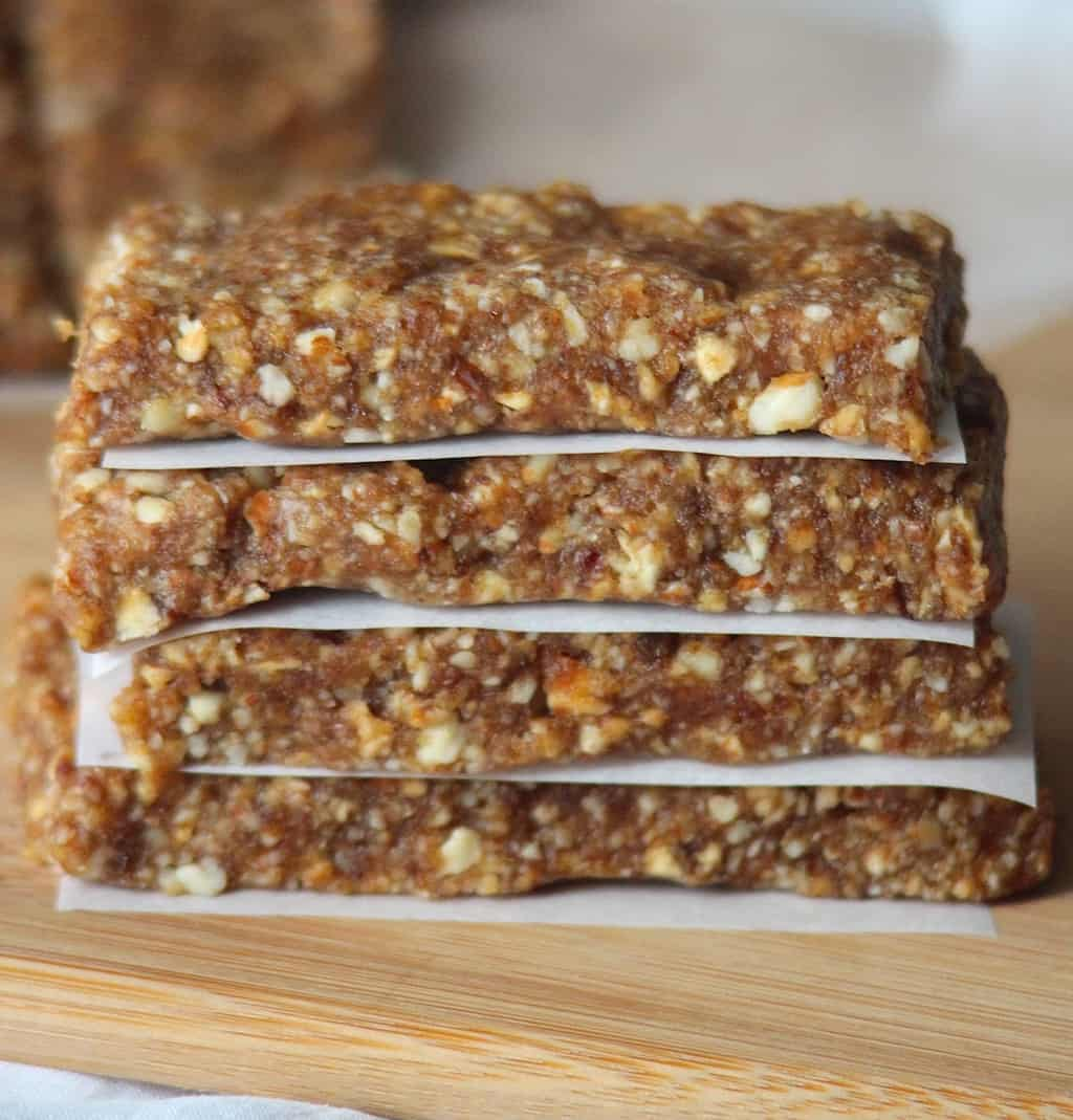 Make your own Apple Pie Larabars for a fraction of the cost! Plus, they're quick to make.
