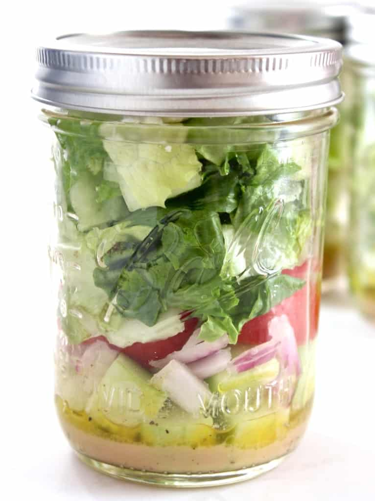 Make some Mason Jar Salads to have fresh & delicious salads for lunch all week!