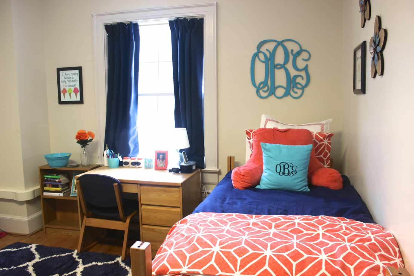 Dorm room inspiration: navy, coral, & turquoise! See the whole dorm room tour by clicking the pin.