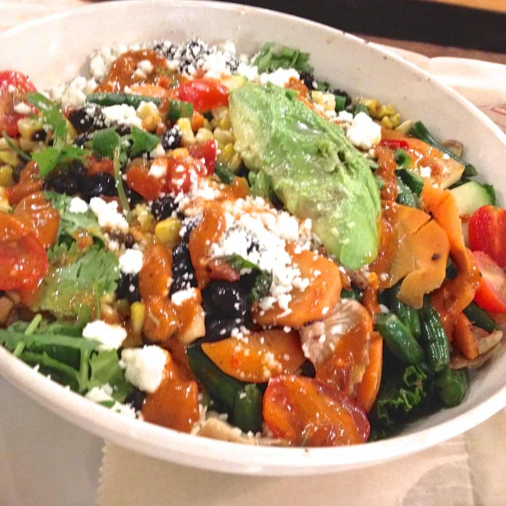Eating Healthy at Restaurants- spicy kale quinoa bowl