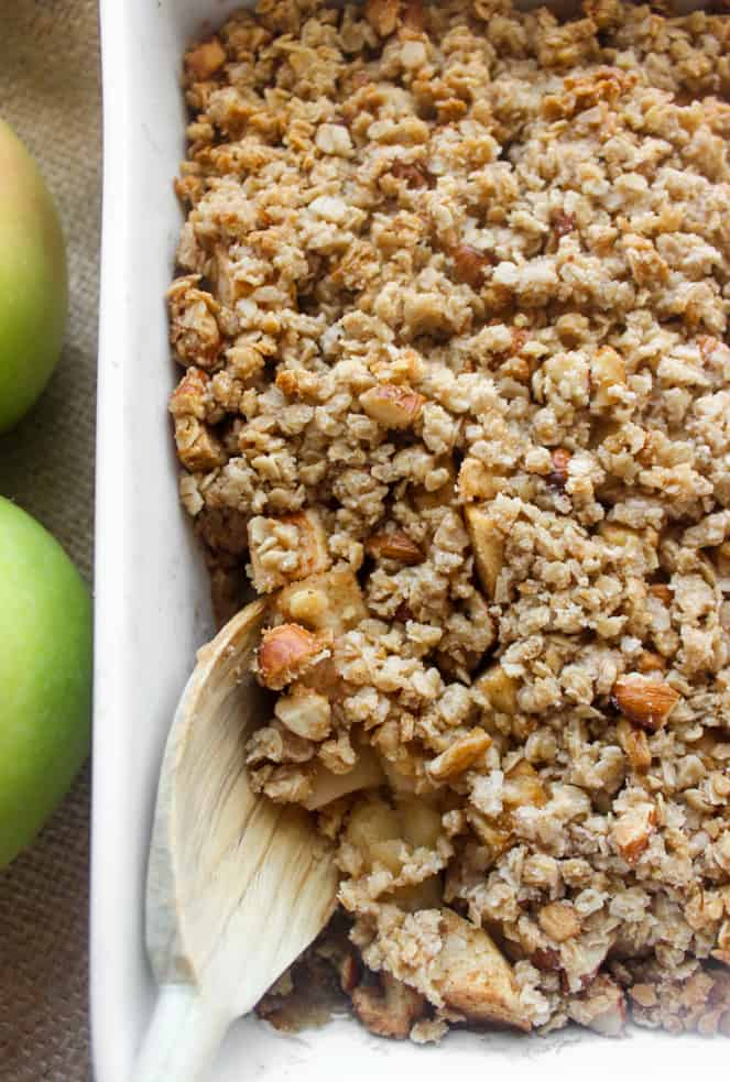 The BEST healthy apple crisp with crumbly topping! Top with vanilla ice cream and you'll be in heaven | www.healthy-liv.com