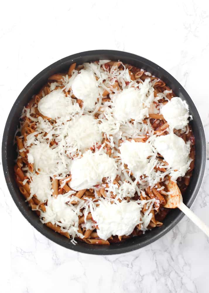 This one-skillet baked ziti is an easy pasta dinner! Lots of mozzarella and ricotta cheese, plus whole-grain noodles. The perfect one-pan meal! // www.healthy-liv.com