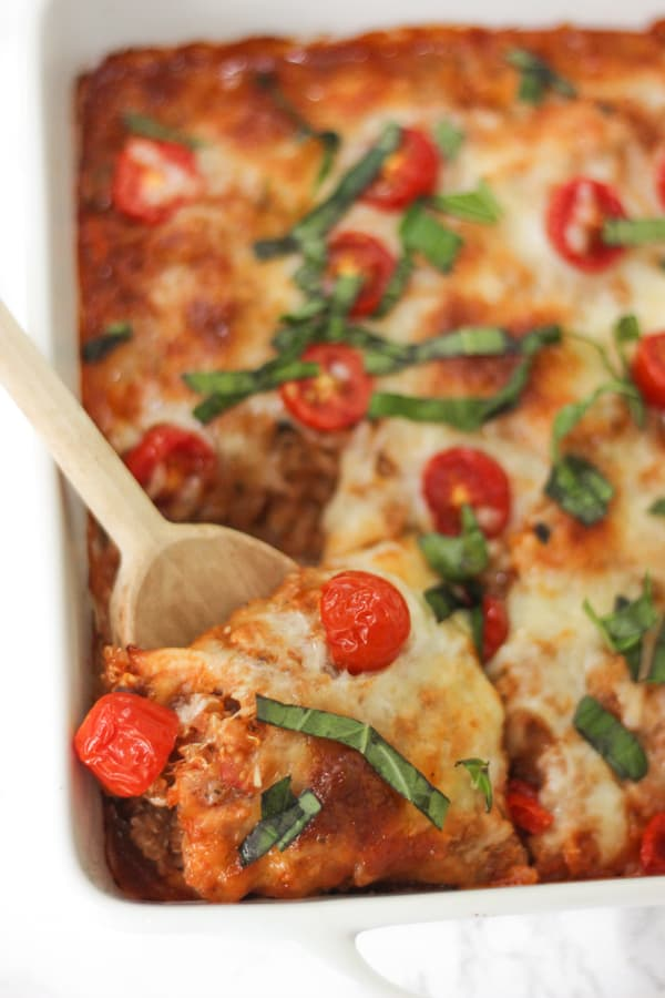 Cheesy caprese quinoa casserole with tomatoes & basil- super simple and healthy!
