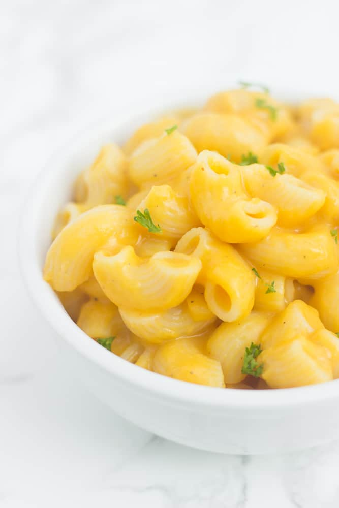 The CREAMIEST butternut squash mac & cheese with a healthy twist! // www.healthy-liv.com