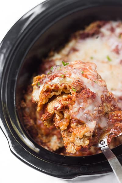 This healthy slow-cooker veggie lasagna only takes about 15 minutes to prep & then you'll come back to find layers of warm, cheesy noodles waiting for you!