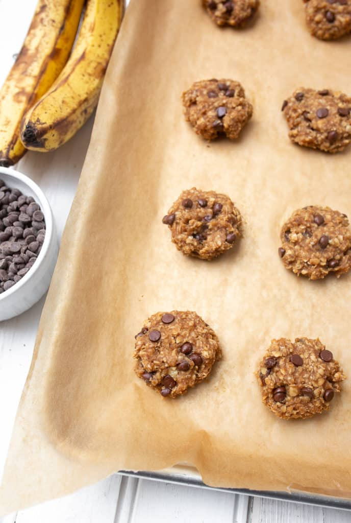 4-Ingredient Peanut Butter Banana Oatmeal Cookies - healthy enough to enjoy for breakfast!