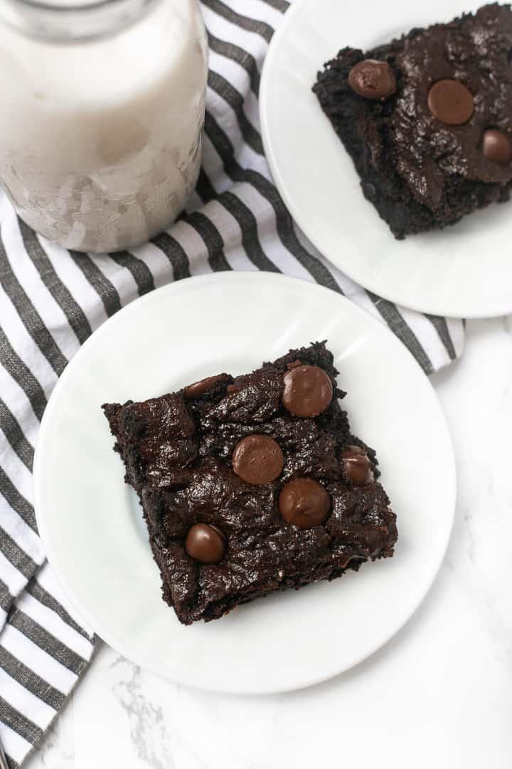 dark chocolate almond flour brownies with almond milk